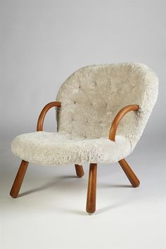 Armchair designed by Philip Arctander, Denmark. by debbie Furniture Styles, Furniture Design, Furniture Ideas, Chair And Ottoman, Armchair, Modern Scandinavian Interior, Scandinavian Furniture, Sofas, Danish Modern Furniture