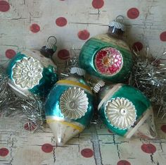 Four fancy vintage glass Christmas ornaments with double indents. Made by Shiny Brite. Antique Christmas Ornaments, Old Christmas, Vintage Ornaments, Retro Christmas, All Things Christmas, Christmas Tree Decorations, Christmas Crafts, Christmas Bulbs, Christmas Items