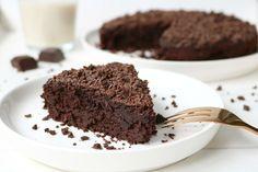 Healthy chocolade taart, ja je leest het goed! Eindelijk heb ik hét perfecte recept voor een gezonde én mega lekkere chocolade taart!Heerlijk smeuïg en met een rijke chocoladesmaak.. Oh boy, hij i…