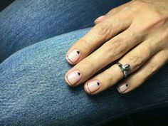 If you're looking to do seasonal nail art, spring is a great time to do so. The springtime is all about color, which means bright colors and pastels are becoming popular again for nail art. These types of colors allow you to create gorgeous nail art. Beautiful Nail Art, Gorgeous Nails, Love Nails, How To Do Nails, Pretty Nails, Pink Nails, Minimalist Nails, Easy Nails, Simple Nails
