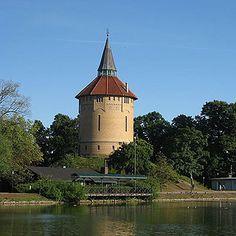 Excursión Malmö histórico a partir de 87 € Tower, City, Building, Travel, Shape, North Sea, European Travel, Cruises, Sweden