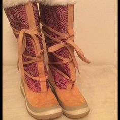 EUC Woman's Timberland Boots AWESOME Size 6M, Timberland fur-lined boots. Like new & VERY stylish. Leather & fabric. This is a great price. Bin# 22-093B Timberland Shoes Winter & Rain Boots