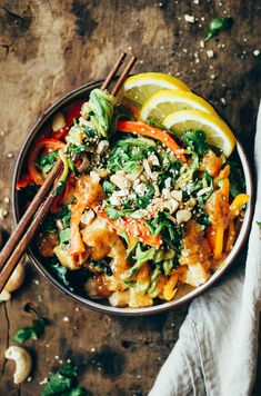 15 Minute Thai chicken noodles with peanut sauce kale and bell peppers. An easy family friendly meal serve hot or cold! recipes just for you. Whole30 Dinner Recipes, Paleo Meal Plan, Paleo Recipes, Paleo Meals, Meal Prep, Paleo Dinner, Whole 30 Meal Plan, Whole 30 Lunch, Whole 30 Diet