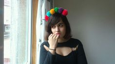 Diadema pompón Crochet Necklace, Beanie, Hats, How To Make, Fashion, Vestidos, Pom Poms, Head Bands, Moda