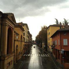 Via Saragozza sotto la pioggia è pur sempre magnifica!