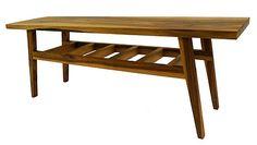 Een mooi stuk hout is één ding, maar wat ga je er van maken? Ik zag er een klein smal salontafeltje in, in de geest van de jaren 50tig. Daarom deze kleine smalle taps lopende poten in een rank onderstel.