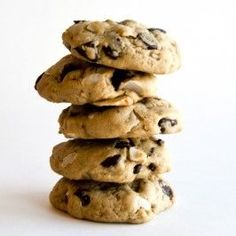 Healthy cookies that everyone loves Coconut Chocolate Chip Cookies, Chocolate Chip Oatmeal, Brownie Cookies, Cupcake Cookies, Organic Cookies, Cookie Delivery, Healthy Sweets, Healthy Cookies, Healthy Foods
