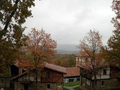 Surrounded by the colors of autumn that proudly emanated from the woodlands surrounding the hotel as well as the cascading foothills and mountains