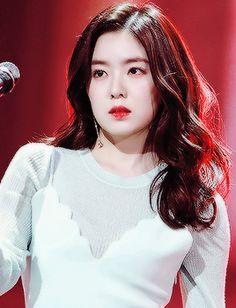 irene Wendy Red Velvet, Red Velvet Irene, Seulgi, Rapper, Red Aesthetic, Just Girl Things, Korean Beauty, Face Shapes, Woman Crush