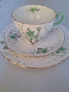 SHELLEY IDEAL PATTERN TEA CUP PLATE & SAUCER TRIO Rd 823343