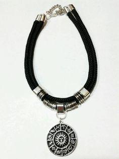Collar Choker Moda Cordon Negro Ancho Dijes A Eleccion - $ 90,00 en MercadoLibre