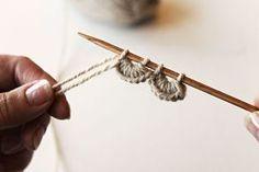 simpukkareunus Crochet Stitches, Knit Crochet, Diy Projects To Try, Sewing Tutorials, Diy Clothes, Mittens, Design Elements, Knitting Patterns, Knitting Ideas