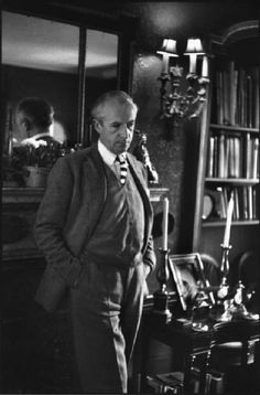 cecil beaton photographed by henri cartier bresson in the library of his country house