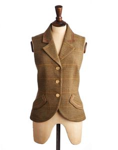 Joules null Womens Tweed Waistcoat, Basil.                     Capturing our British country heritage perfectly, this elegant waistcoat complete with velvet trims, a printed lining and mismatched buttons is rich with charm and character. Crafted with warm wool tweed that will help you stay shiver-free throughout the