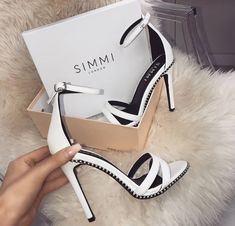 This kind of wedding shoes appears to be completely brilliant, need to bear this in mind when I've got a little money saved. Pretty Shoes, Beautiful Shoes, Cute Shoes, Me Too Shoes, Bridal Shoes, Wedding Shoes, Heeled Boots, Shoe Boots, Women's Boots