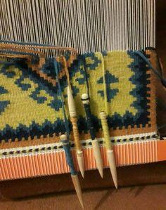 Navajo Weaving, Weaving Art, Loom Weaving, Tapestry Weaving, Weaving Textiles, Weaving Patterns, Yarn Crafts, Sewing Crafts, Tablet Weaving