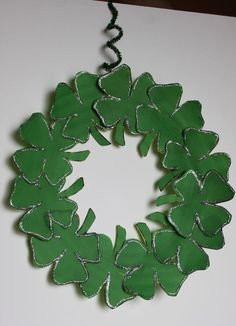 Patrick's Day Shamrock Wreath Craft — A Cowboy's Wife St Patrick's Day Crafts, Holiday Crafts, Crafts For Kids, Arts And Crafts, Diy Crafts, Holiday Decor, Holiday Ideas, March Crafts, Daycare Crafts
