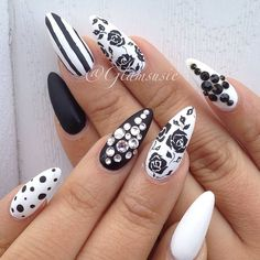 Black and white stilettos. Amé éstas uñas. Muy lindas, muy primaverales.