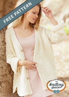 Keep it classic with this simple knitted long jacket with chunky knits and V-neck. Its light and comfy texture is perfect for kicking back over a leisurely weekend. Why not craft one for yourself or as a lovely present to a friend? | Discover over 4,000 free knitting patterns at theknittingspace.com #knitpatternsfree  #summerknits #summerknittingproject #summerknittingpatterns #fallknits #fallknittingprojects #fallknittingpatterns #homemadegift #giftideas Fall Knitting Patterns, Lace Knitting, Knit Crochet, Summer Knitting Projects, Chunky Knits, Spring Jackets, Knitted Poncho, Jacket Pattern, Knit Jacket