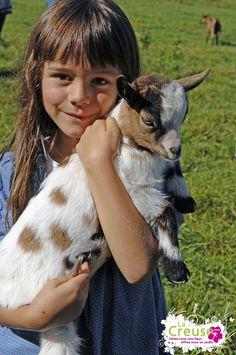 La douceur des petits animaux à la Ferme des Clautres - Bord St Georges - Crédits : ADRT23©J.Damase