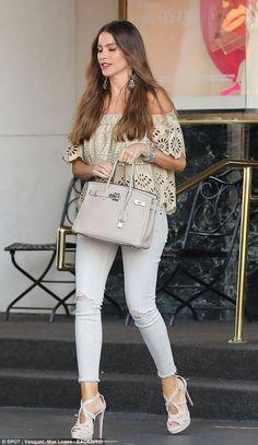 Moda para mujeres de 40 años http://beautyandfashionideas.com/moda-mujeres-40-anos/ #Fashion #Fashiontips #looksparamujeresde40 #Modaparamujeresde40años #outfitsparamujeresde40 #Tipsdemoda #tipsdemodaparamujeresde40