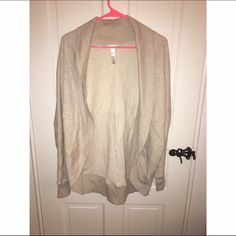 Abound Big Sweater This is a small/medium. Very comfy and great condition. Abound Sweaters Cardigans