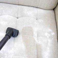 Comment faire pour enlever les mauvaises odeurs de votre canapé en tissu ?