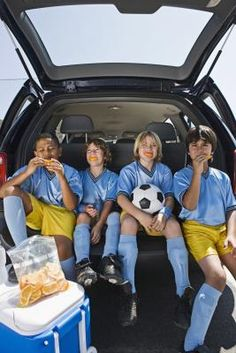 Healthy Snacks Before Soccer game and digestion timing recommendations.  Love it!