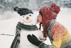 snowman kiss. I Love Winter, Winter Fun, Winter Is Coming, Winter Snow, Winter Christmas, Christmas Kiss, Christmas Snowman, Christmas Hanukkah, Thanksgiving Holiday
