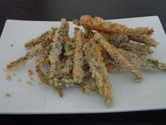 Green Bean Crisps - a healthier baked option instead of French fries!!!
