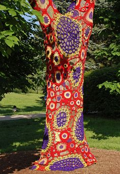 Beautiful Yarn bomb! Has anyone seen much of this in the US?  I love it!