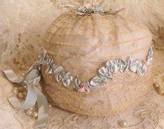 1920's lace sleeping cap via The Porcelain Rose