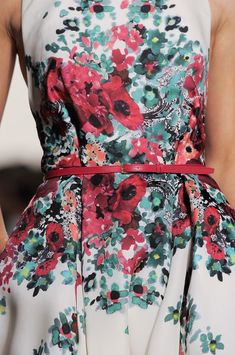Elie Saab Spring 2014 - Details....Lucille ball wore a similar dress in one of her episodes. Love it!
