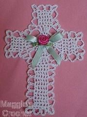 Easter Decor Crochet Pattern These beautiful crosses are quick and easy to make. Hang them on a wall or in a sunlit window. They also work great as fridgies, gifts or Christmas ornaments! Crochet Easter, Crochet Puff Flower, Easter Crochet Patterns, Crochet Bunny, Crochet Flowers, Crochet Cross, Thread Crochet, Filet Crochet, Crochet Stitch