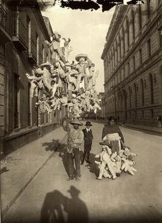 Fue en los años de 1900 cuando se veían recorrer las calles los vendedores de Judas por la víspera de Semana Santa.