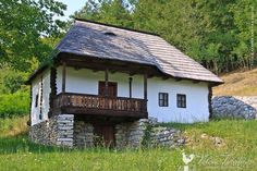 Muzeul Satului Bujoreni Wooden House Plans, Rural House, Farm House, Stone Houses, Cabin Homes, Little Houses, Traditional House, Rustic Style, Sweet Home