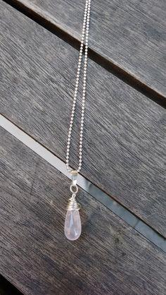 Rozenkwarts hanger met collier, zilver. van Atelier925 op DaWanda.com