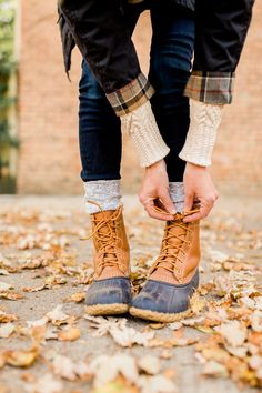 I'm absolutely obsessed with LL Bean Boots. They're my go to during Fall, Winter, and even rainy cold days during Spring. So, it's time for you to order your Bean boots. Read this post to learn everything you need to know about LL Bean Boots. Bean Boots Outfit, Ll Bean Boots, Ll Bean Winter Boots, Fall Fashion Trends, Fashion Week, Winter Fashion, Curvy Fashion, Fashion Fashion, Fashion Basics