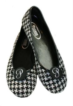 Houndstooth Ballet Flats  @Kayla Fisher these shoes would look cute on you!! :)