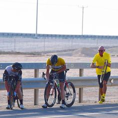 Bad luck today for #EdvaldBoassonHagen with less then 10km to go and a flat tire, losing the yellow leader jersey #stage4 #cycling @tourofqatar @markrenshaw1 #fightforyellow #flattire #mavic #shithappens