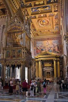Basilica of St. John Lateran Pictures: Picture of the nave of San Giovanni in Laterano
