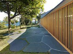 Wall House, Shizuoka, Japan by Peter Stutchbury with Keiji Ashizawa Design Landscaping Around House, Modern Landscaping, Outdoor Rooms, Outdoor Living, Outdoor Decor, Peter Stutchbury, Architecture Foundation, Modern Architecture, House Foundation