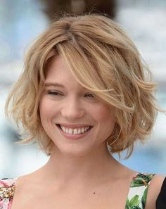 Simple Short Wavy Hairstyle for Blond Hair