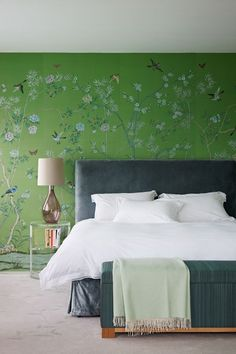 House and Garden UK - Green de Gournay Wallpaper in Small Bedroom Design Ideas on HOUSE. A green chinoiserie feature wall gives this bedroom some clout. Green Bedroom Walls, Green Rooms, Bedroom Decor, Bedroom Ideas, Floral Bedroom, Bedroom Storage, Wallpaper Design For Bedroom, Of Wallpaper, Wallpaper Designs