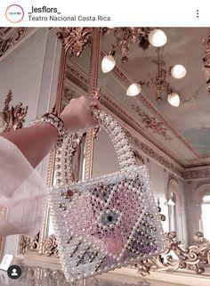 Beaded Purses, Beaded Bags, Diy Fashion Hacks, Diy Handbag, Luxury Purses, Diy Crafts Jewelry, Beaded Jewelry Patterns, Vintage Purses, Quilted Bag