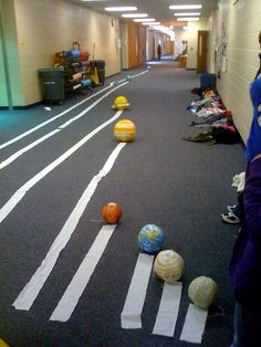 Unorthodox but awesome way to show distance between planets #science #msedchat