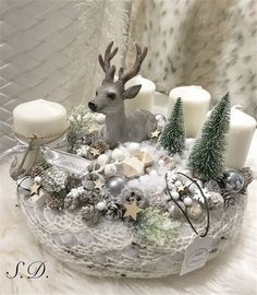 Adventní svícen * zimní dekorace Christmas Advent Wreath, Christmas Decorations For The Home, Xmas Wreaths, Christmas Candles, Christmas Centerpieces, Gold Christmas, Xmas Decorations, Simple Christmas, Christmas Crafts
