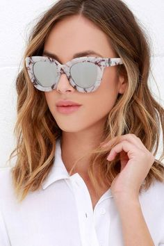 If ever there was a quintessential Lulus girl accessory, it's the Quay Sugar and Spice Ivory Marble Sunglasses! Thick frames, in a chic black and ivory marble, house mirrored silver lenses. Sunglasses 2017, White Sunglasses, Cat Eye Sunglasses, Mirrored Sunglasses, Sunglasses Women, Oversized Sunglasses, Ted, White Lenses, Eyewear Trends