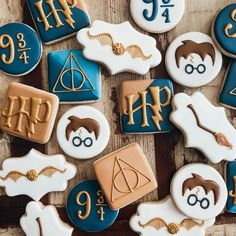 Yer a wizard, Harry! Harry Potter Desserts, Bolo Harry Potter, Gateau Harry Potter, Harry Potter Food, Harry Potter Theme, Harry Potter Motto Party, Harry Potter Birthday Cake, Harry Potter Wedding, Harry Potter Baby Shower