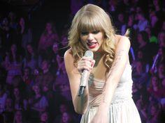 Taylor Swift and Garth Brooks among CMA Award winners